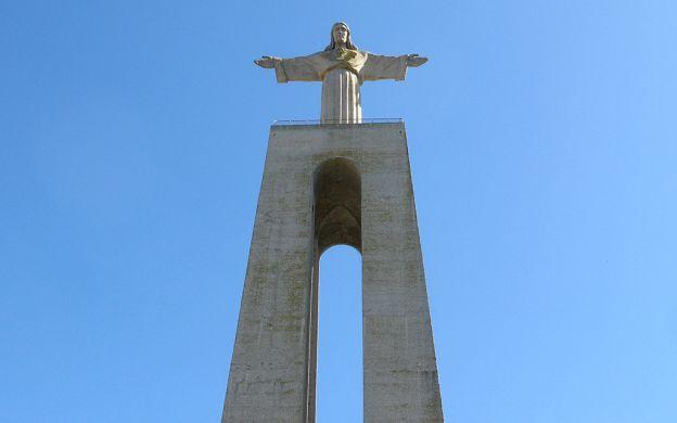 Arrábida, Sesimbra & Wine Tasting Day Tour From Lisbon
