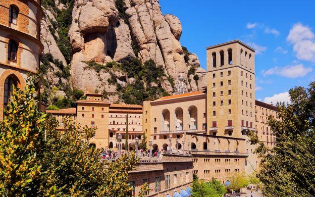Montserrat and Cava Wine Cellars: Guide, Minivan Transfer from Barcelona