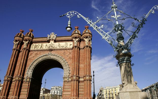 Montjuic and Barcelona Port Guided Bus Tour with Skip-the-Line Poble Espanyol Ticket