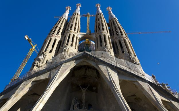 Gaudi Attractions Tour Including Skip-the-Line Entrance to Sagrada Familia & Casa Batlló