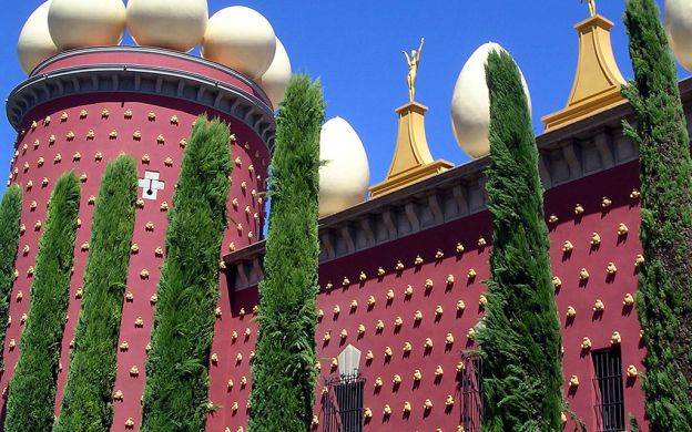 Skip-the-line Dali Theatre Museum Tour - From Barcelona by High-Speed Train