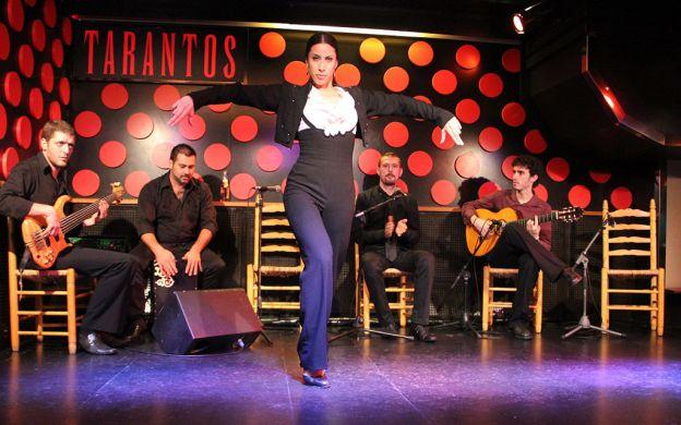 Gothic Quarter Walking Tour, Tapas and Flamenco Show, Barcelona