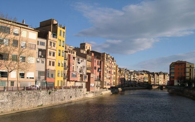 Sightseeing in Girona and the Dali Museum in Figueres – Tour from Barcelona