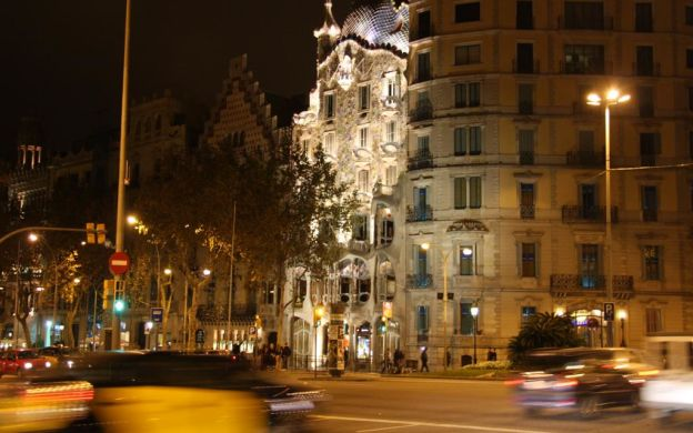 The Best of Gaudí Tour with Casa Batlló Priority Access Ticket