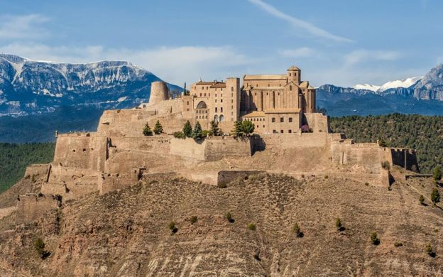 Cardona and Montserrat Full Day with Brunch: Medieval Castle, Salt Mines and Monastery