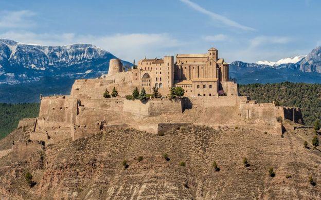 Montserrat and Cardona from Barcelona: Guide, Castle Visit, Salt Mines, Tastings