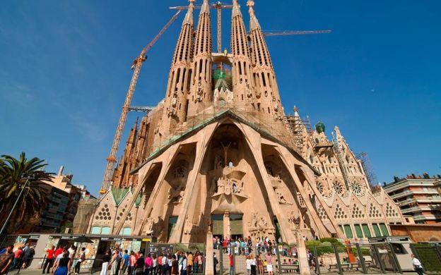 Sagrada Familia and Park Güell: Skip-the-Line, Guide, Small Group, Gaudi Barcelona Highlights