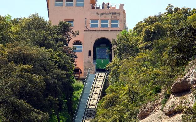 Views on a Platter: Thrilling Tour of Montserrat with Sant Joan Funicular Ride