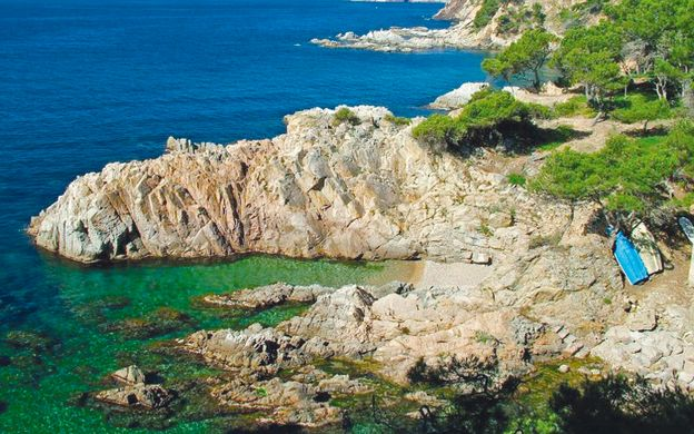 Sightseeing in Girona and Costa Brava - Small Group Tour from Barcelona