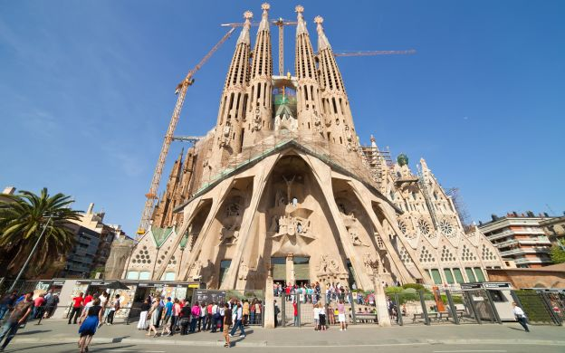 Skip-the-Line: La Sagrada Familia Tour with Tower Access