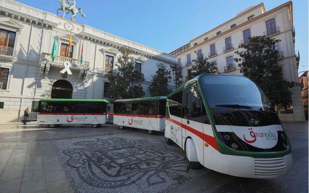 City Tour Granada: Hop-on, Hop-off Train Ticket
