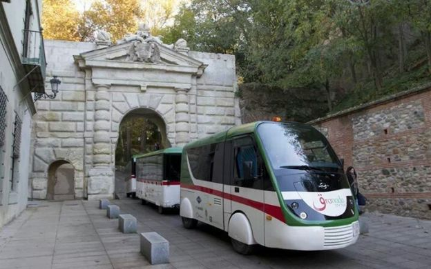 City Tour Granada: Hop-on, Hop-off Train Ticket with Historic Granada Guided Walking Tour