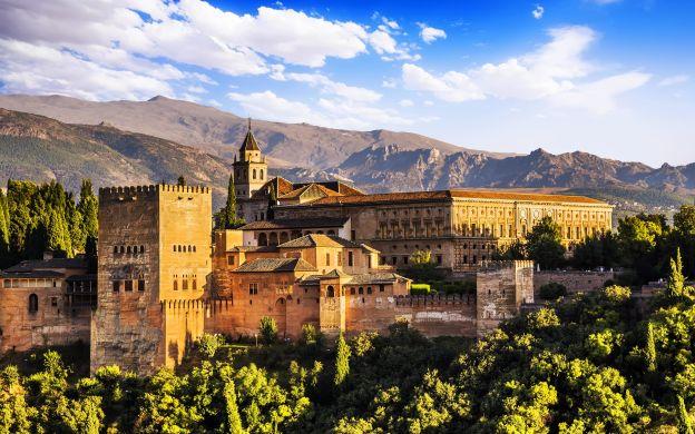 Alhambra Palace Tour: Generalife, Alcazaba, Guide, Hotel Transfer