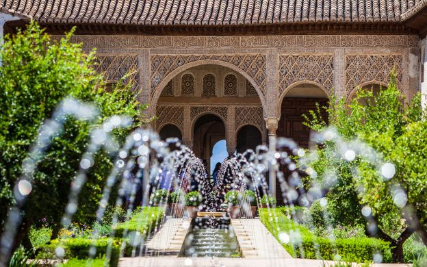 Alhambra Palace Tour: Skip-the-Line Ticket, Generalife, Alcazaba, Guide