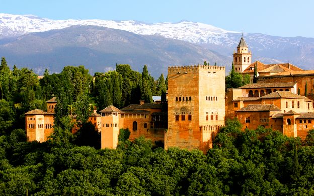 Alhambra Palace Guided Tour and Hammam Bath