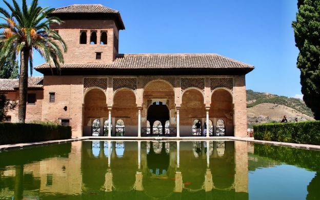 Alhambra Palace Audio Guided Tour and Granada Hop-On, Hop-Off Train