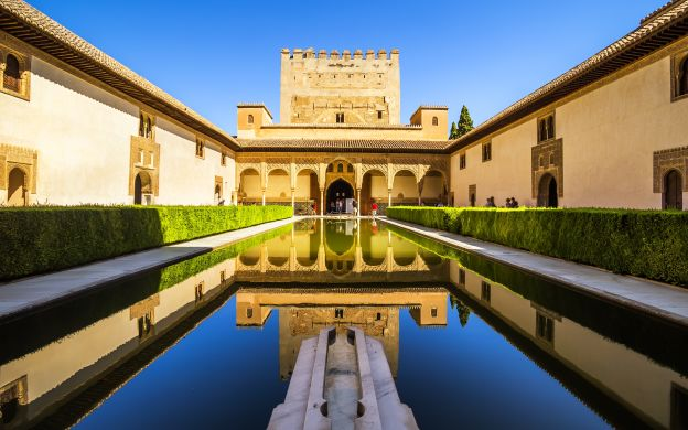 Alhambra Palace Ticket: Generalife, Nasrid Palaces, Alcazaba Fortress, GPS Audio Guide