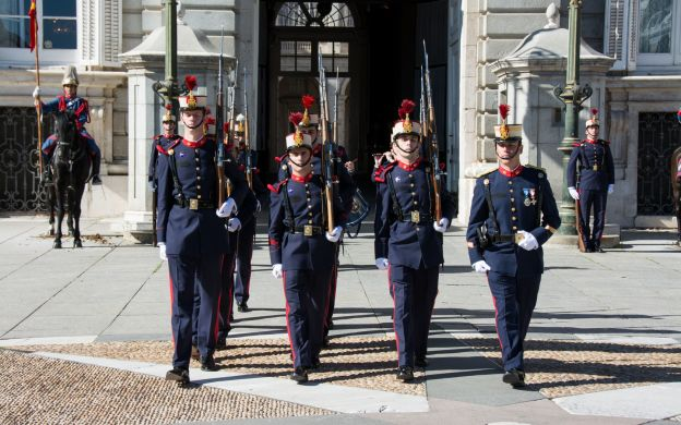 Welcome to the Royal Palace: Guided Tour with Skip-the-Line Access