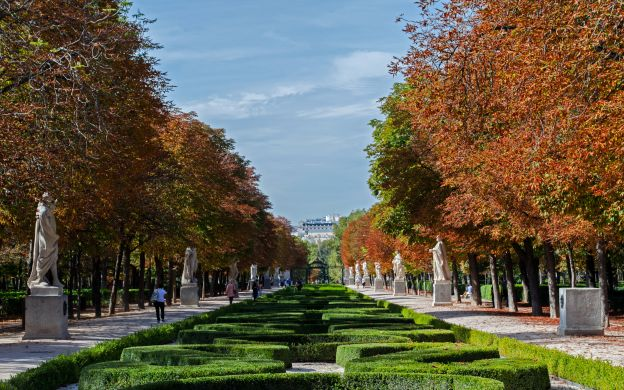 Parked with Pleasure: Guided Tour of El Retiro Park