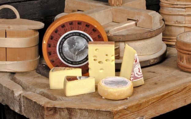 Zurich Gourmet Evening Tour with Cheese Fondue