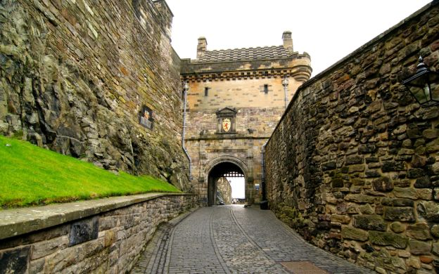 Edinburgh Old Town Guided Walking Tour - Royal Mile, St Giles Cathedral, John Knox House, Castlehill & More!