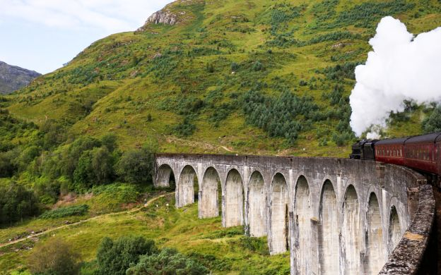 Loch Ness, Fort William & Jacobite Steam Train - 2 Day Tour from Edinburgh