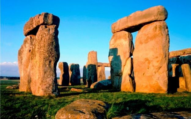 Stonehenge Inner circle access, Oxford and Windsor castle – tour from London