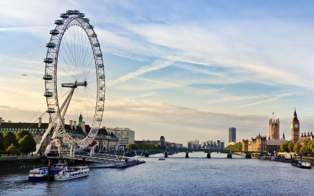 London Loyalties: Exciting Open-Top Bus Tour through London with Visit to the Iconic London Eye