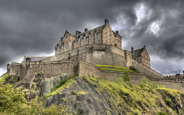 Edinburgh from London: By Train, Hop-On, Hop-Off Tour, Edinburgh Castle Ticket