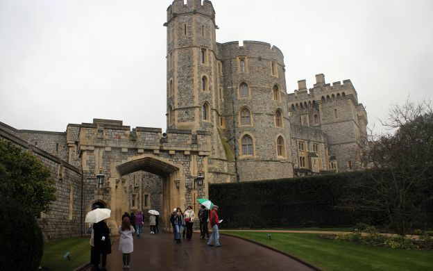 Windsor Castle Tour from London with Lunch in a Traditional English Pub