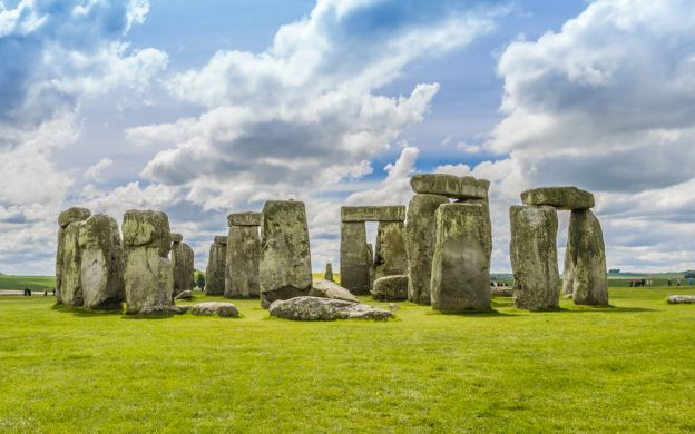 Shrouded in History and Mystery: Stonehenge, Bath and The Cotswolds Small Group Tour