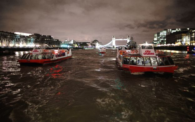 London Showboat Dinner Cruise with Drinks