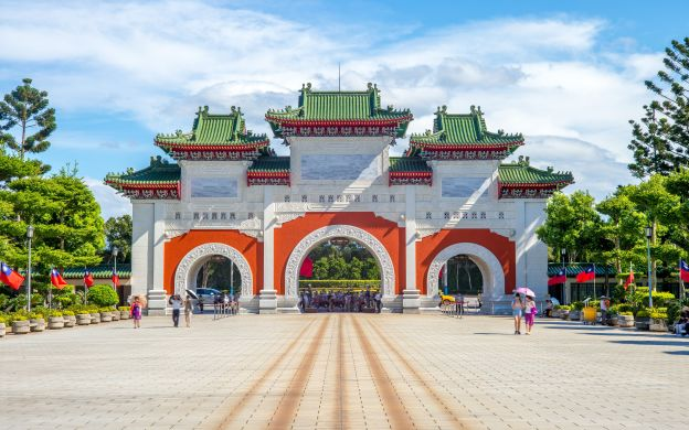 Taipei Guided City Tour: Chiang Kai-Shek Memorial Hall, Martyrs' Shrine, National Palace Museum & More!