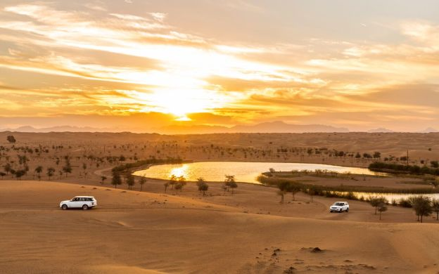 Dubai Platinum Desert Safari: Range Rover Ride, Dinner, Hotel Transfers