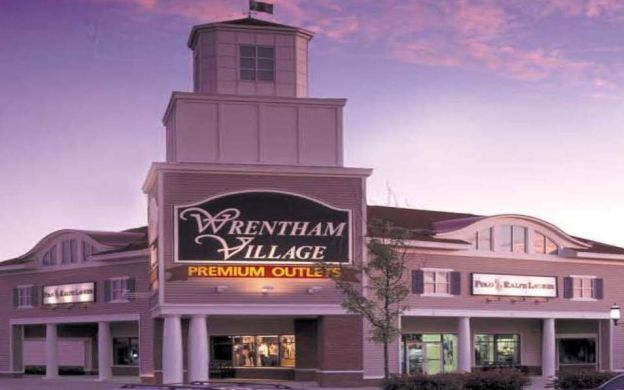 Wrentham Village Premium Outlets - Tour from Boston
