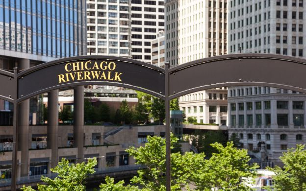 Chicago Land and Lake Tour: City Sightseeing & Yacht Cruise