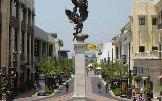 City Sightseeing Los Angeles: L.A. & Hollywood Hop-on Hop-off Bus and Warner Brothers Studios Tour
