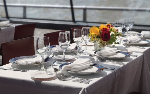 New York Bateaux Luxury Sightseeing Cruise: Brunch or Lunch