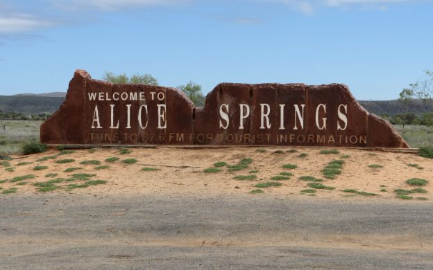 Alice Springs to Ayers Rock Resort Transfers - AC Transport, Washroom Facilities and Buffet Breakfast