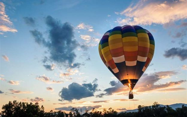 Yarra Valley Sunrise Hot Air Balloon Flight with Champagne Breakfast and Return Transfers