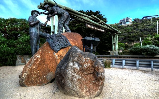 Great Ocean Road & The Grampians: Lunch, Guide, FREE Eureka Skydeck and The Edge Experience Ticket