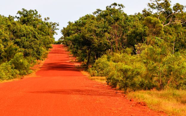 Ayers Rock to Alice Springs Sightseeing Transfer by Luxury coach