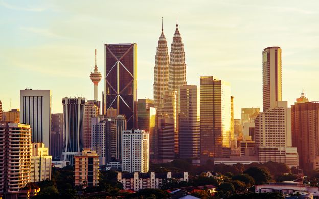 Kuala Lumpur Suburbs & Royal Selangor Guided Tour with Hotel Transfers
