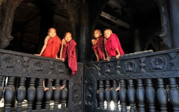 Mandalay Guided Sightseeing: Monasteries, Pagodas And Crafts