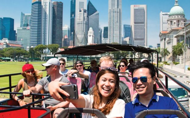 Big Bus Singapore: Hop-On, Hop-Off Premium Tour with Attractions Upgrade