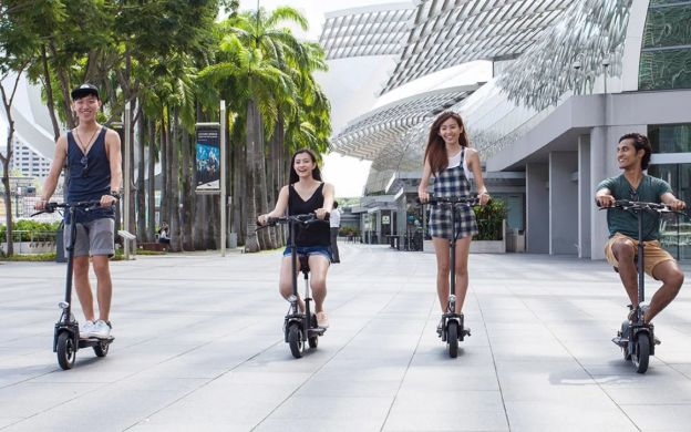Singapore Cityscapes Guided Walking Tour with Optional Scooter Tour