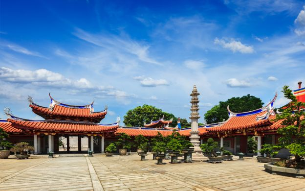 Singapore Feng Shui Private Tour: Walk with the Ancestors!