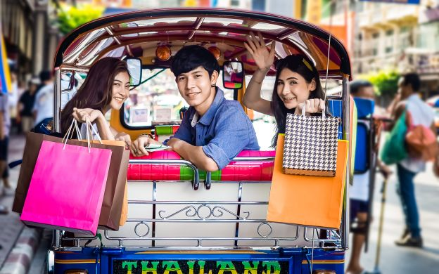 A Delicious Sojourn: Evening Tour of Bangkok Street Food Scene with Tuk-Tuk Ride