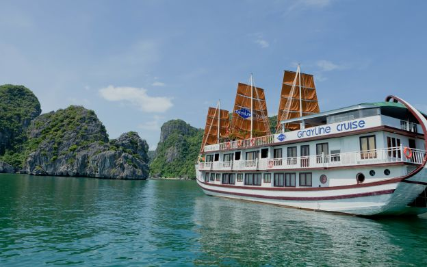 Overnight Adventure in Halong Bay – Tour from Hanoi