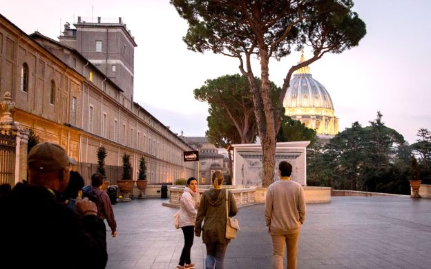 Faster than skip-the-line: Vatican Museum at Night!